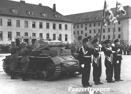 Porte drapeau et hausse de col des panzertruppen for Portent un ecusson